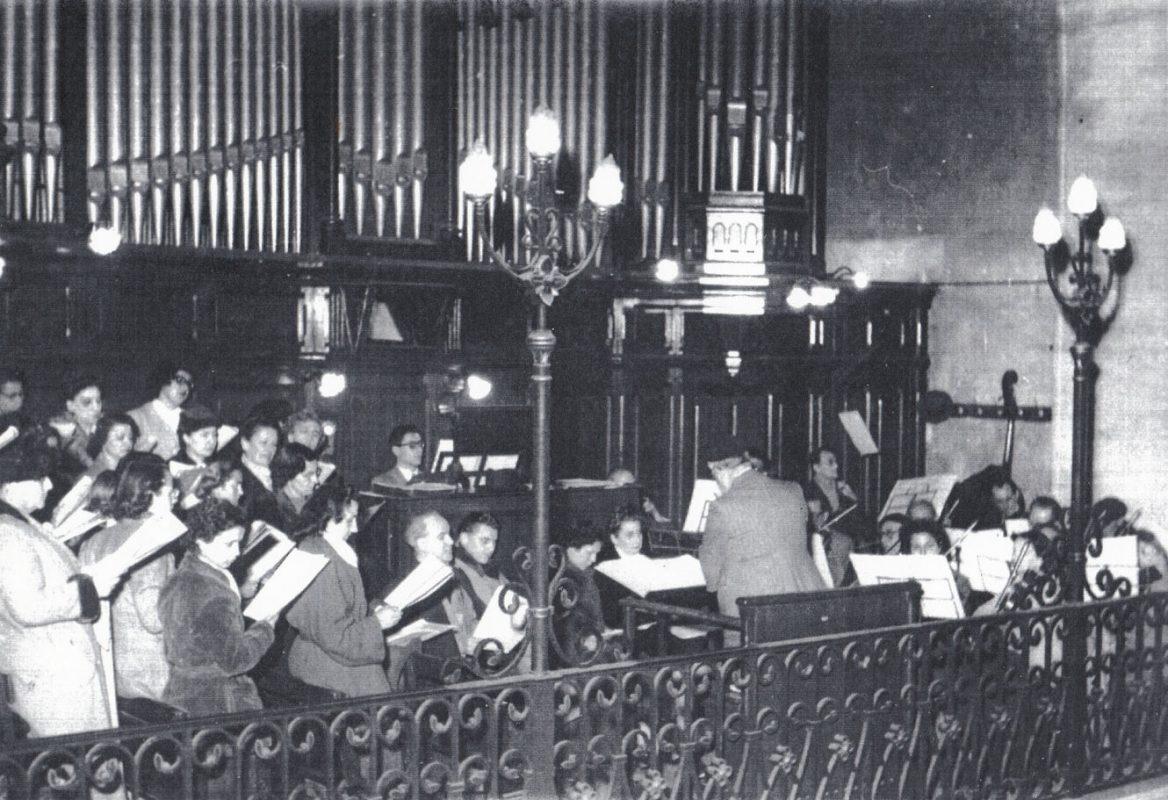 René Saorgin à l'orgue de ND de Bon Voyage dans les années 60